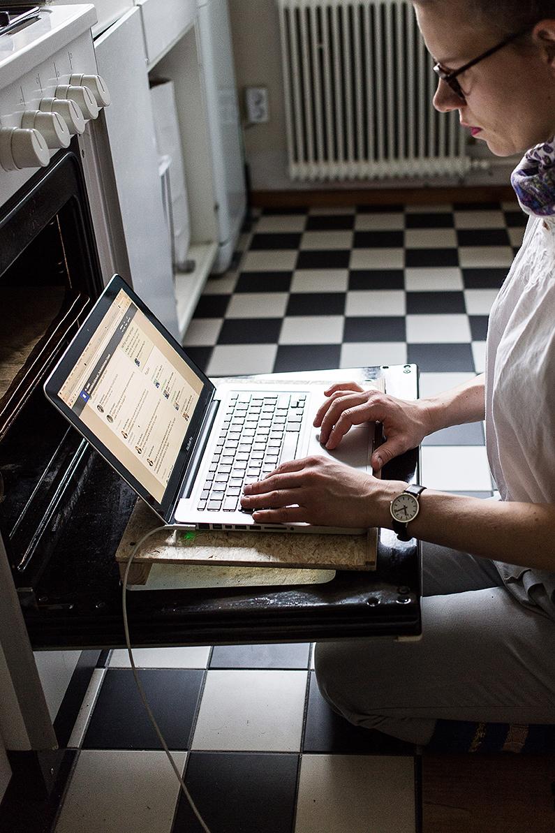 kristina_schultz_100days_laptop_stand